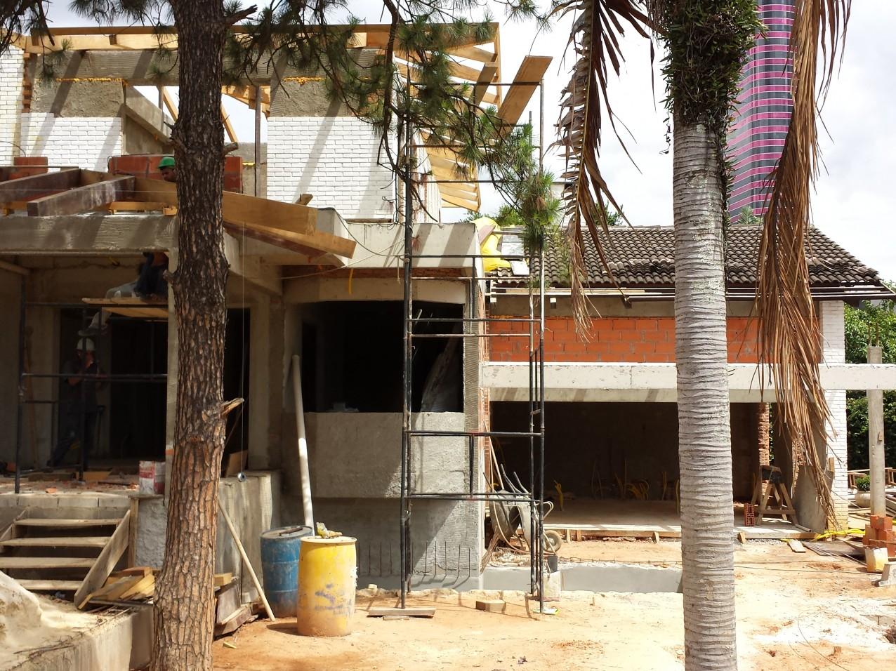 Obra residencial em andamento - Vila Madalena