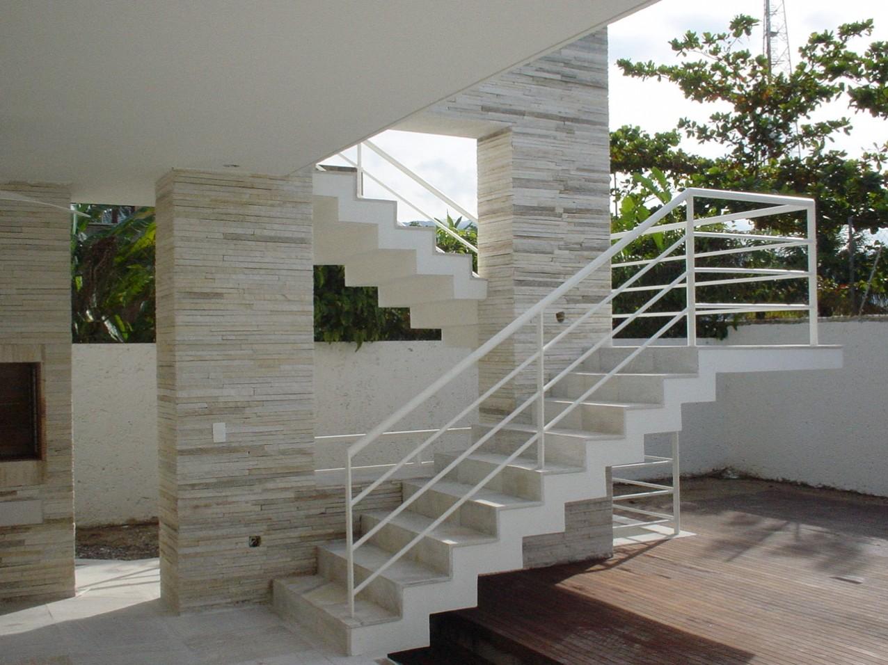 Obra residencial Praia da Baleia - Piscina